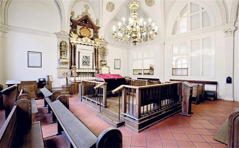 תפילות בבית הכנסת הגבוה בפראג